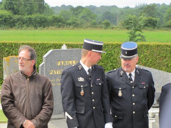 Au monuments aux morts